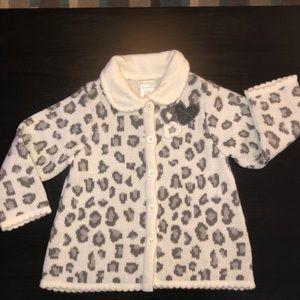 Chic White & Grey Cheetah Print Button Up Sweater!